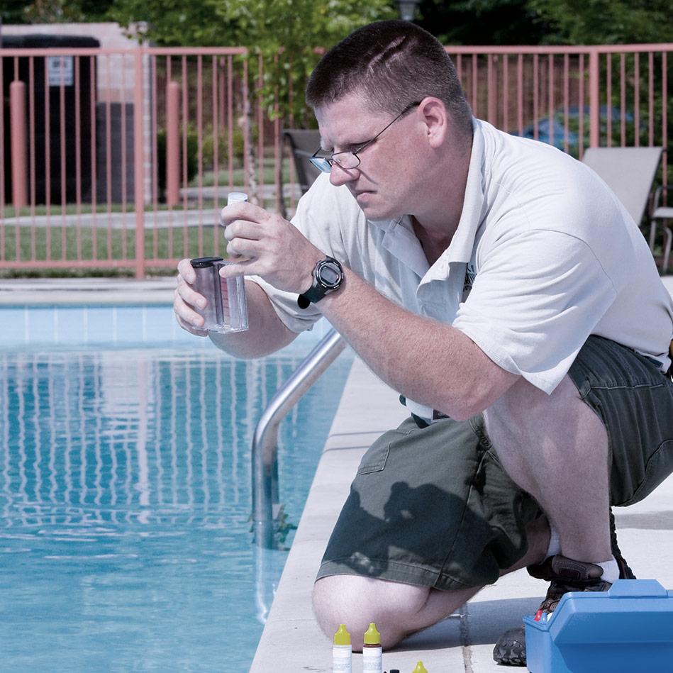 Wir prüfen die Pools - SafeWaterpark