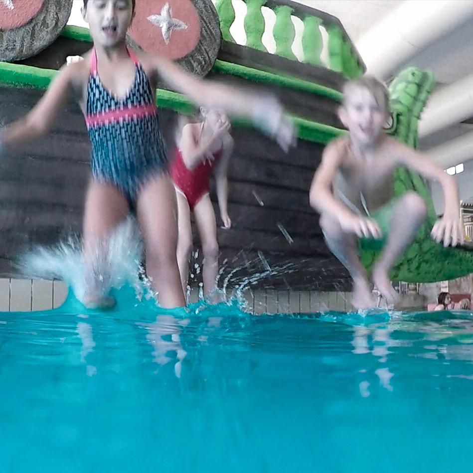 Sicher ins Becken springen dank SafeWaterpark